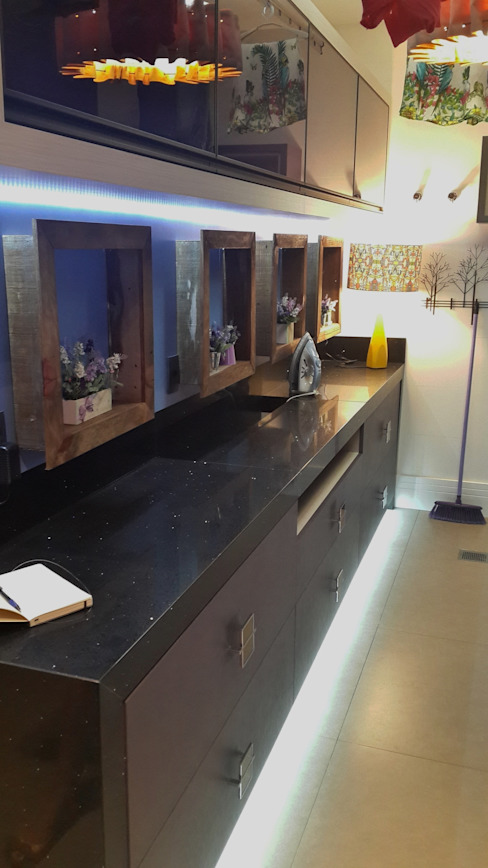 Área de serviço - bancada: Cozinhas  por Ésse Arquitetura e Interiores,