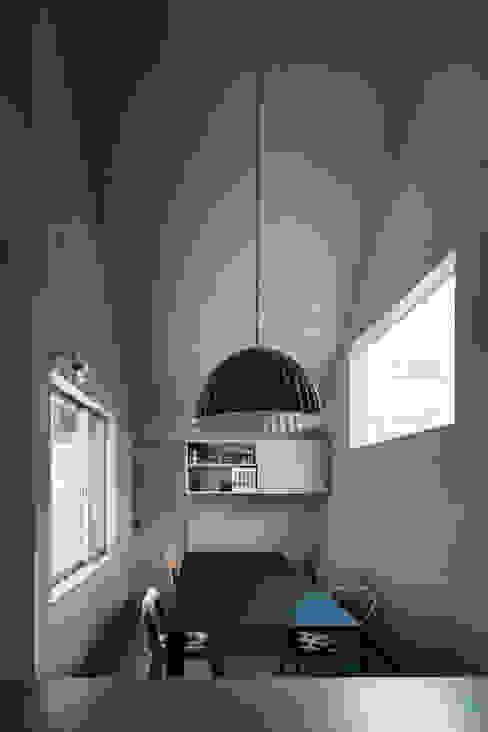 Comedores de estilo ecléctico de 中西ひろむ建築設計事務所/Hiromu Nakanishi Architects Ecléctico