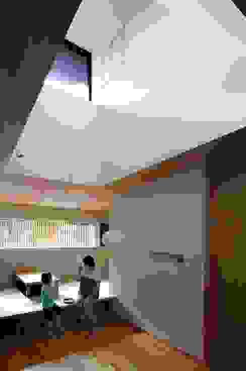 Comedores modernos de 中西ひろむ建築設計事務所/Hiromu Nakanishi Architects Moderno Madera Acabado en madera