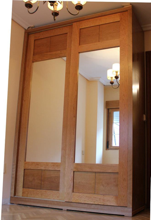 Armario de cerezo con espejo de Muebles Ebanos Clásico