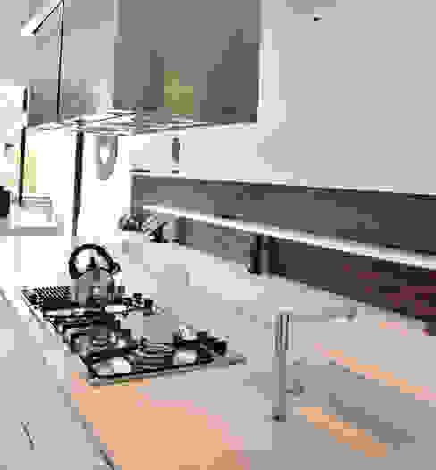 INTERIORES_ Cocinas by Escalaveinte:  de estilo  por Estudio Arqt,Moderno
