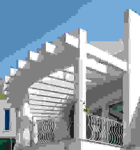 TERRAZA Balcones y terrazas de estilo moderno de Excelencia en Diseño Moderno