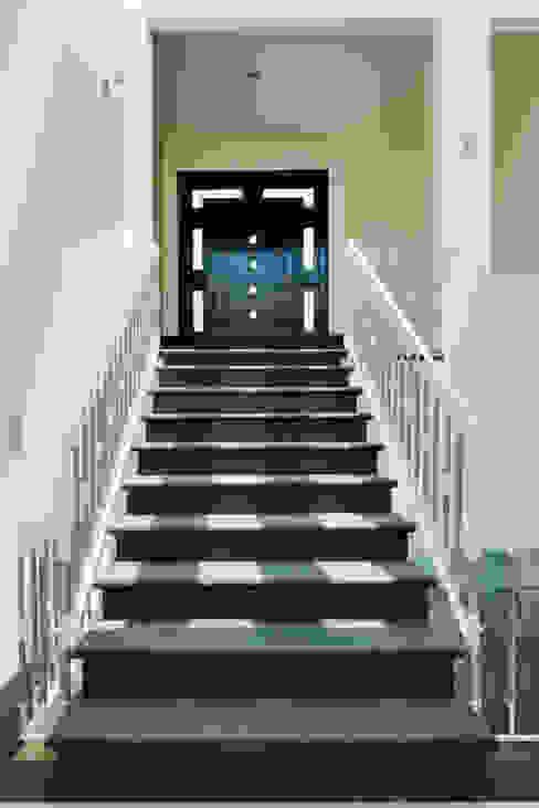 RECIBIDOR Pasillos, vestíbulos y escaleras modernos de Excelencia en Diseño Moderno