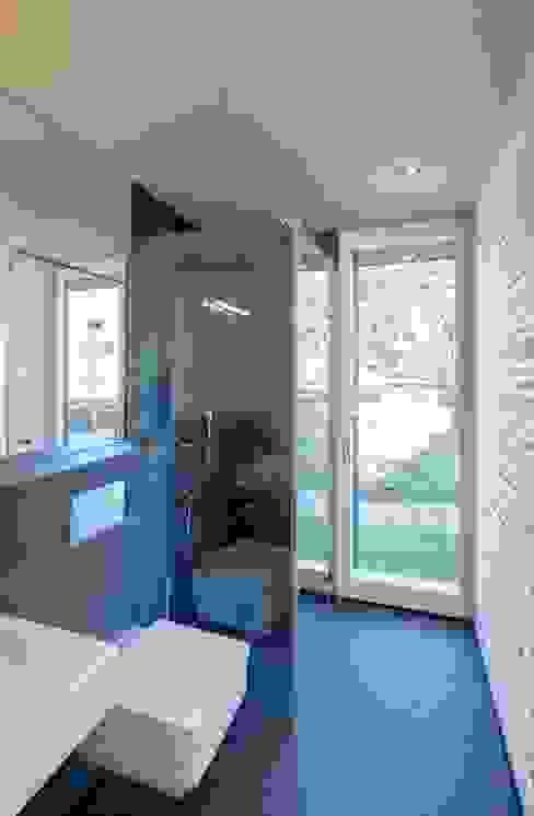 Ванные комнаты в . Автор – Haus Wieckin, Модерн