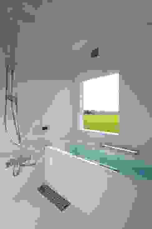 Eclectic style bathroom by 一級建築士事務所ヨネダ設計舎 Eclectic