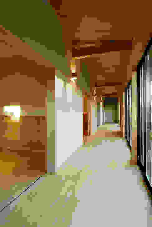 温品の家: エルイーオー設計室が手掛けた廊下 & 玄関です。,和風