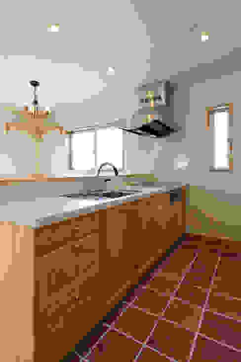 見せたがらない家 カントリーデザインの キッチン の 有限会社タクト設計事務所 カントリー