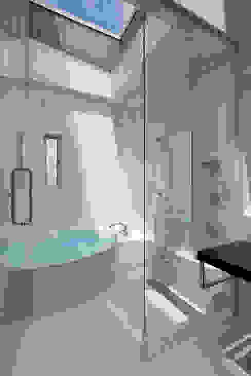 見せたがらない家 地中海スタイルの お風呂・バスルーム の 有限会社タクト設計事務所 地中海