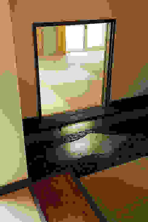 プロバンス風住宅(富津): 有限会社タクト設計事務所が手掛けた和室です。,和風