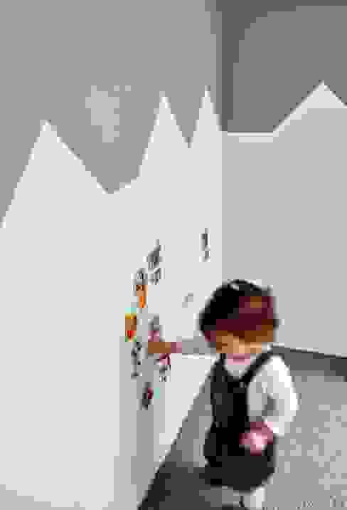 Skandinavische Kinderzimmer von AWUU Skandinavisch