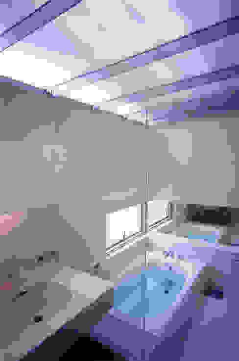 Baños de estilo minimalista de ADS一級建築士事務所 Minimalista