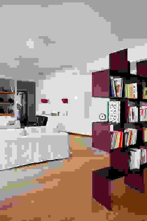 Living room by MAT architettura e design, Modern