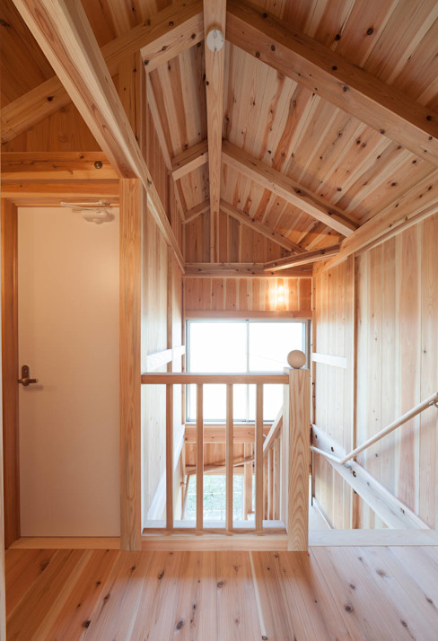石井の住宅: 中飯賀業建築研究所が手掛けた廊下 & 玄関です。,オリジナル