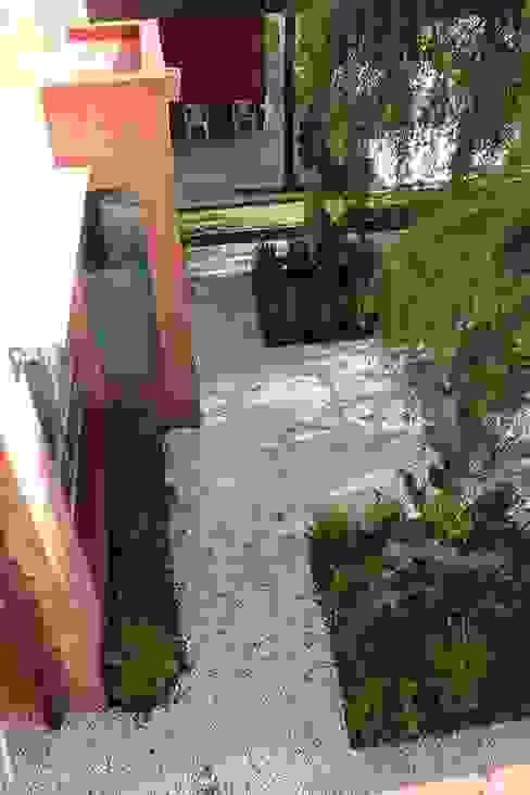 simetria Jardines modernos: Ideas, imágenes y decoración de BAIRES GREEN Moderno