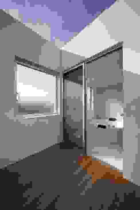 光庭の家 モダンデザインの テラス の 株式会社FAR EAST [ファーイースト] モダン