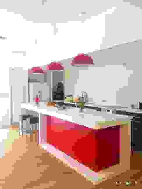 Cocinas modernas: Ideas, imágenes y decoración de 3B Architecture Moderno