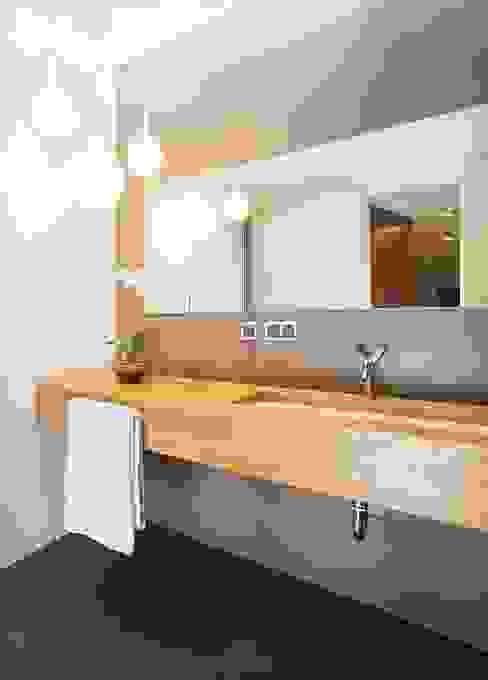 Modern Bathroom by KODO projekty i realizacje wnętrz Modern
