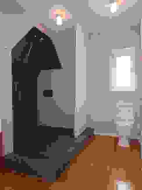 Dusche unter der Dachschräge Klassische Badezimmer von Schenning-Architekten Klassisch