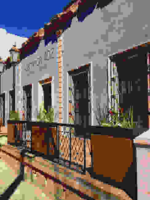 Alameda 402: Salones para eventos de estilo  por Taller Habitat Arquitectos, Colonial