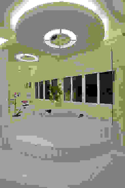 Moderne badkamers van Arquiteto Aquiles Nícolas Kílaris Modern