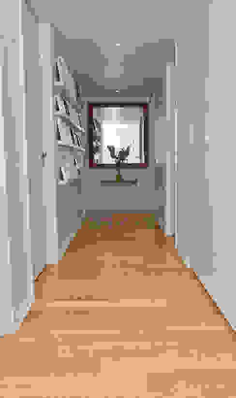 Corridor and hallway by GUTMAN+LEHRER ARQUITECTAS, Modern