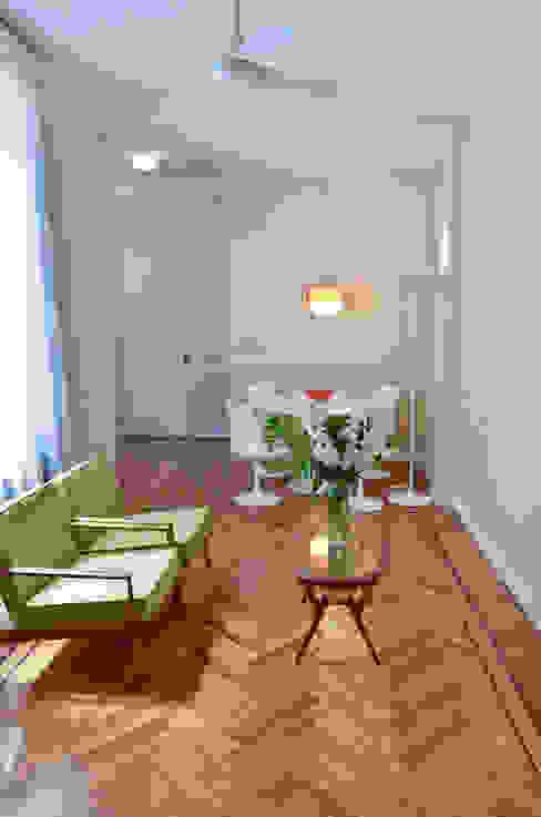 Departamento en Recoleta I Livings modernos: Ideas, imágenes y decoración de GUTMAN+LEHRER ARQUITECTAS Moderno