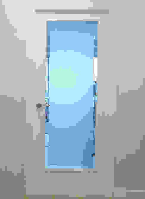 puertas calles R&T Construct Puertas y ventanas de estilo asiático