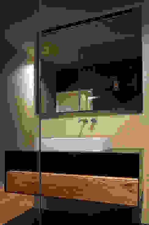 Setto divisorio bagno di Plus Concept Studio Moderno