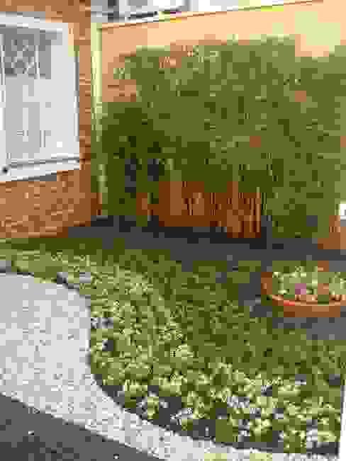 Jardim - entrada clínica Jardins minimalistas por E|F DESIGN.INTERIORES.PAISAGISMO Minimalista