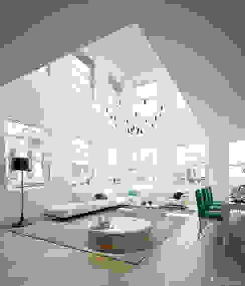 Salas de estar modernas por studioviro Moderno