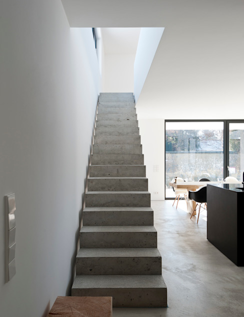 Modern Corridor, Hallway and Staircase by gramming rosenmüller architekten Modern
