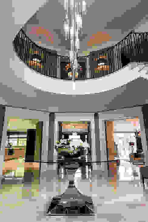Hallway Pasillos, vestíbulos y escaleras clásicas de Luke Cartledge Photography Clásico