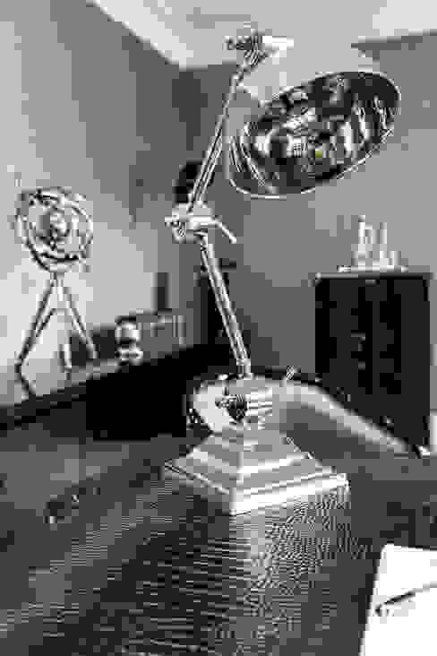 Study with Desk Lamp Phòng học/văn phòng phong cách kinh điển bởi Luke Cartledge Photography Kinh điển
