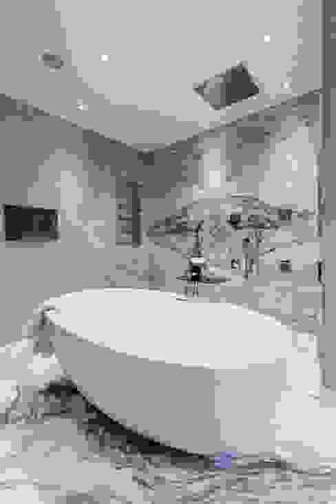 Master Bedroom Ensuite Klasyczna łazienka od Luke Cartledge Photography Klasyczny