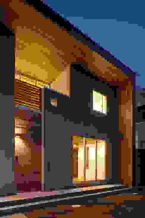 Casas de estilo  de 株式会社FAR EAST [ファーイースト], Moderno