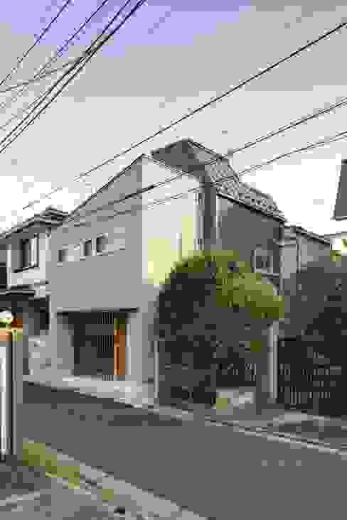 Houses by 株式会社FAR EAST [ファーイースト], Modern