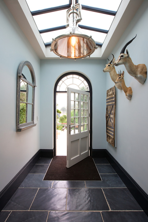 Moleskin Slate Artisan Worn Finish floor tiles Klassischer Flur, Diele & Treppenhaus von Artisans of Devizes Klassisch