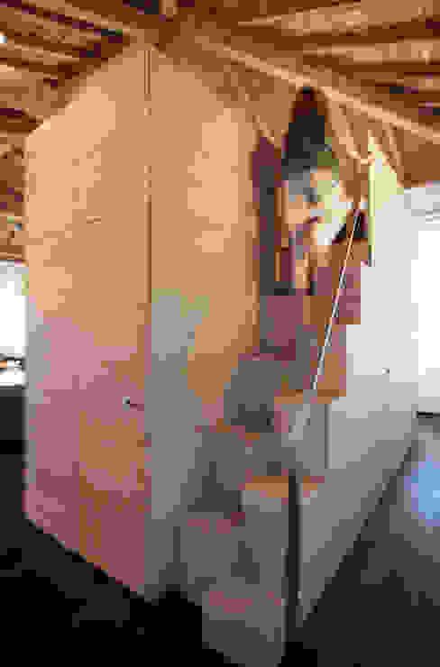 isabella maruti architetto Corredor, hall e escadasEscadas