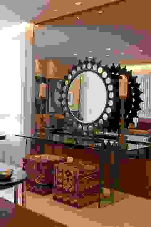 Apartamento CN Salas de estar clássicas por Gláucia Britto Clássico