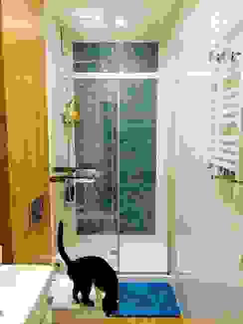 Baños de estilo moderno de dekornia Moderno