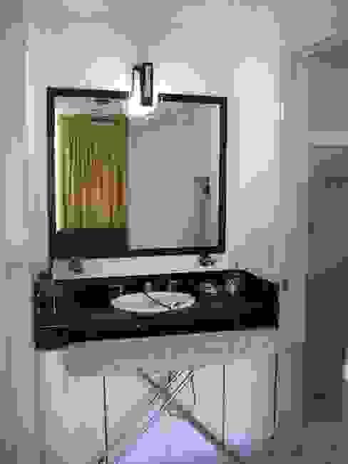Tocador y lavabo estado original:  de estilo  por ARQUELIGE, Rústico