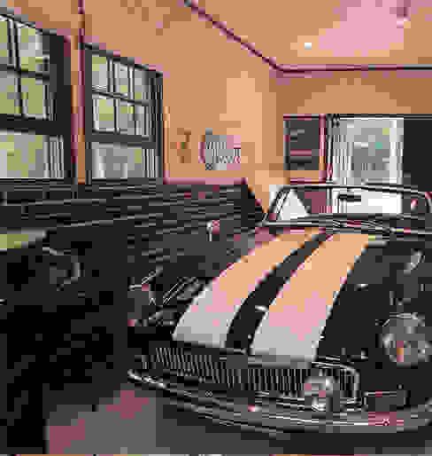 インナーガレージ カントリーデザインの ガレージ・物置 の 榊原建築デザイン事務所 カントリー