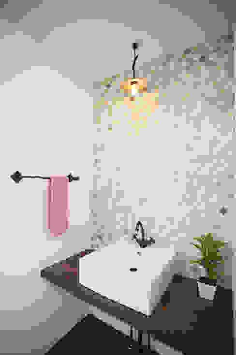 Baños de estilo moderno de スターディ・スタイル一級建築士事務所 Moderno
