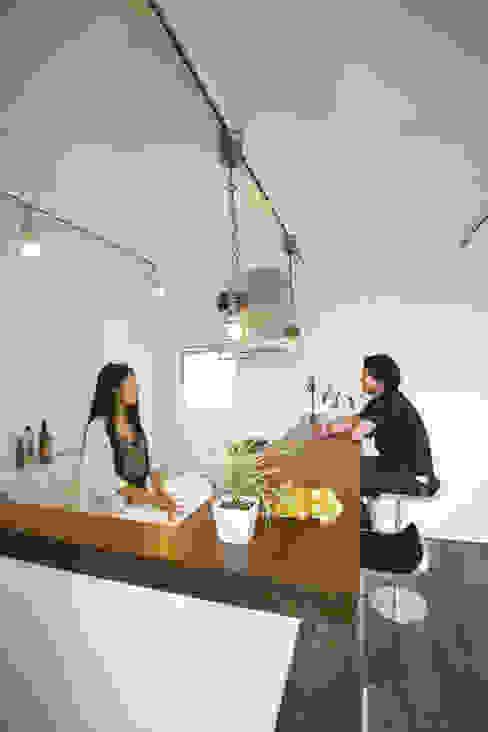 現代廚房設計點子、靈感&圖片 根據 スターディ・スタイル一級建築士事務所 現代風