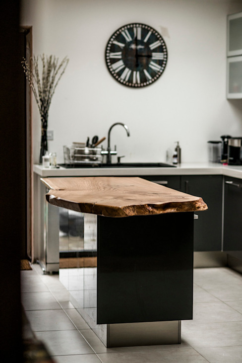 Kitchen Island: classic  by One Off Oak Limited, Classic