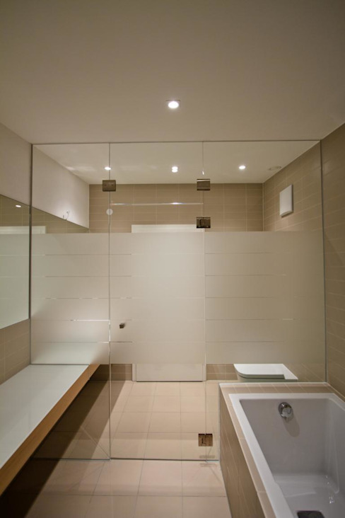 Modern style bathrooms by BPLUSARCHITEKTUR Modern