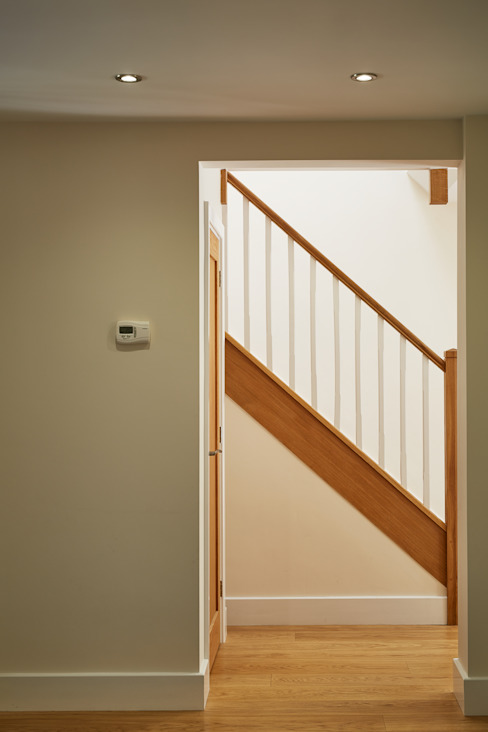 House in Hiltingbury II Modern corridor, hallway & stairs by LA Hally Architect Modern
