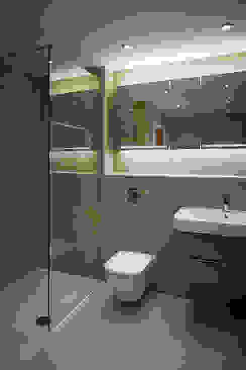 House in Hiltingbury II Ванная комната в стиле модерн от LA Hally Architect Модерн