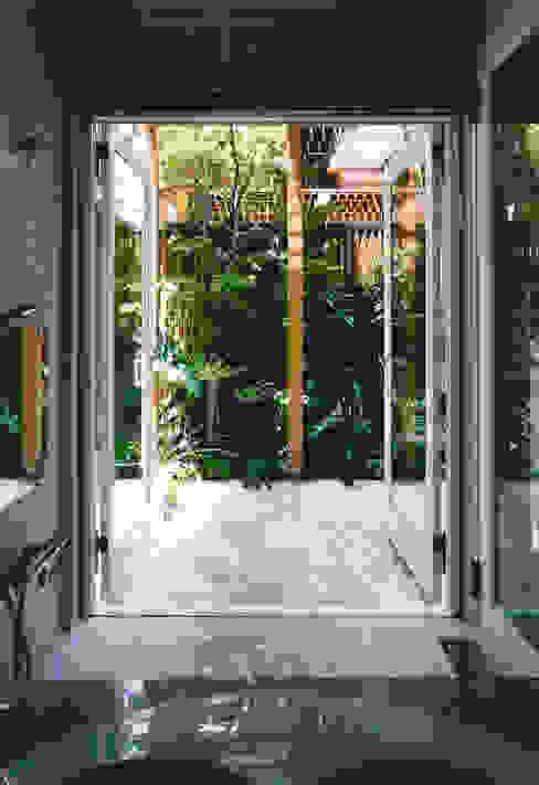 Mediterranean style bathrooms by 豊田空間デザイン室 一級建築士事務所 Mediterranean Stone