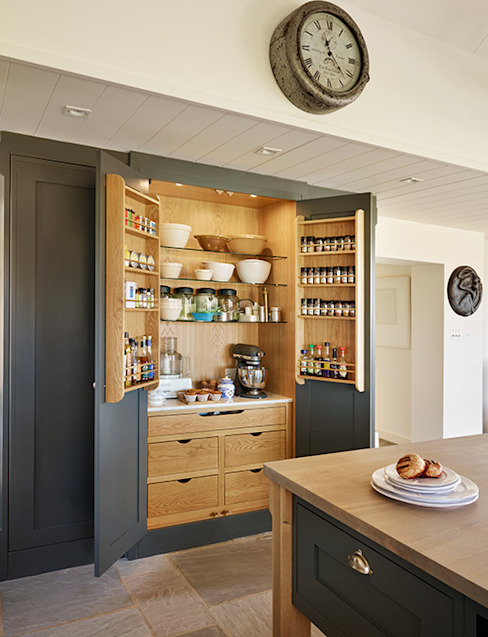Orford | A classic country kitchen with coastal inspiration Davonport Klasik Mutfak Ahşap